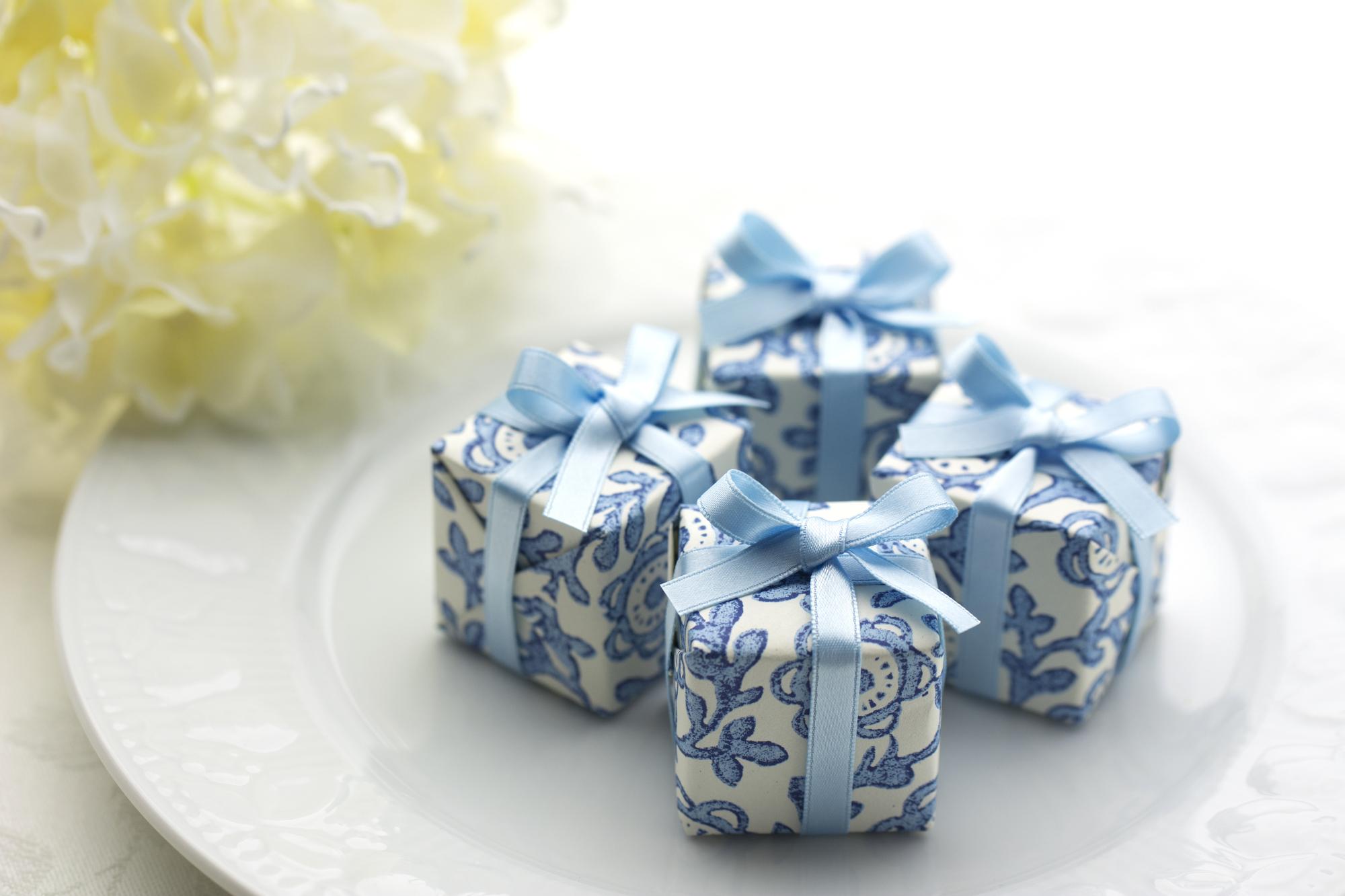 bf43f69c5a071 ここでは、結婚式や二次会で贈るプチギフトについて、どんなものを選ぶといいのか、渡すタイミングやおすすめの品などを詳しくご紹介します。