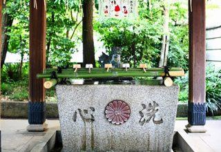 境内末社の厳島神社は品川区指定有形文化財。しながわ百景に選定されている。