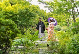 緑豊かな仙台城址に鎮座する「宮城縣護國神社」。和の結婚式ならではの1枚が実現。