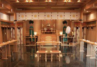 「誠心館 儀式殿」での挙式は48名までの列席が可能。家族に囲まれて、思い出深い式を。