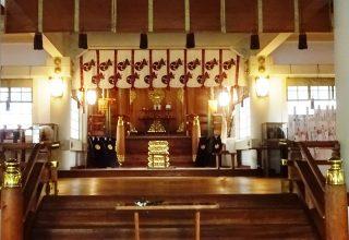 800年代後半の創建の由緒ある「御霊神社」での挙式は、楽人による奏楽の音色に包まれて。