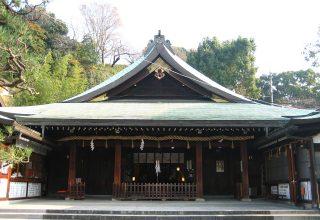 """神社本庁より""""別表神社""""に列せられた格式ある神社は厳粛な佇まい。古式ゆかしい神前式を。"""