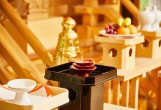 「久伊豆神社」の祭神、大国主命を合祀した祭壇。祭壇を包み込むように映像演出が可能。