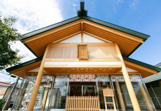 新郎新婦控室・ご親族控室に加え授乳室など設けた2017年建立の「晴明殿」で晴れの門出を。