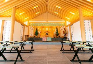 自然光がふんだんに差し込む「晴明殿」内。音響と照明に細やかな工夫がこらされている。